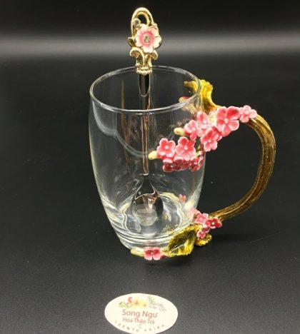 cốc thủy tinh enamel hoa mai đỏ dáng cao